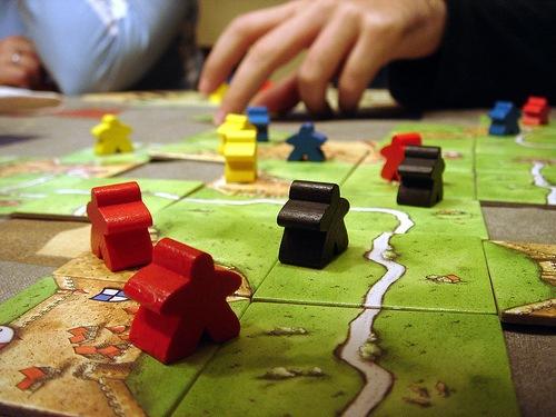 Каркассон: игровое поле с фишками